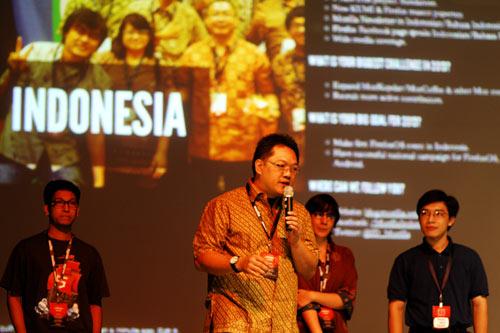 Saat tampil di atas panggung MozCamp Asia 2012. FOTO: Nguyen Vu Hung.
