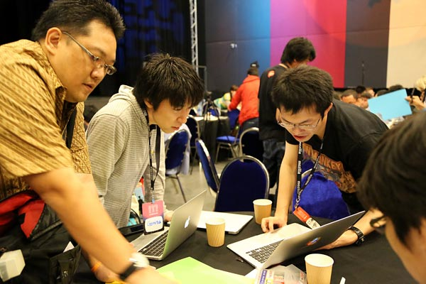 Belajar berkolaborasi di MozCamp Asia 2012. FOTO: Dok. Firefox Community.
